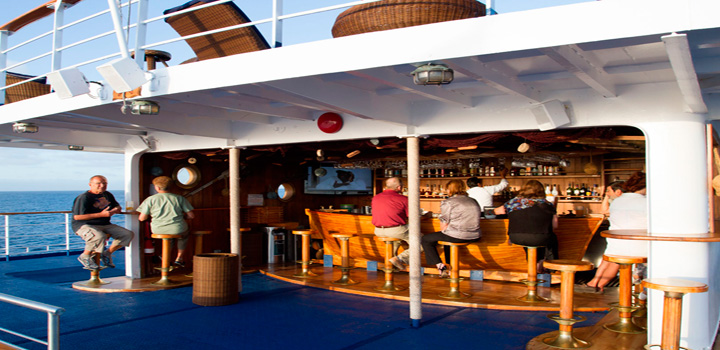 Galagagos Yacht Legend Bar