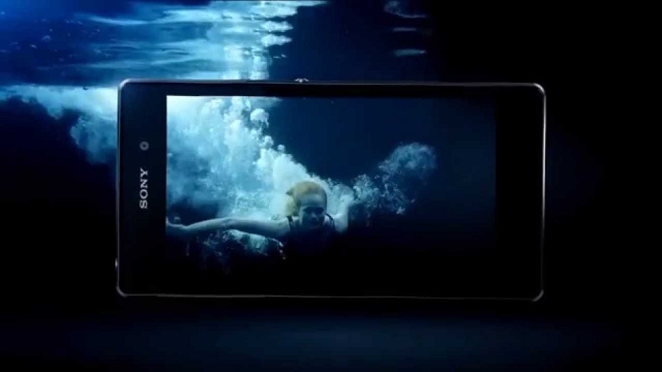 iphone under water picture