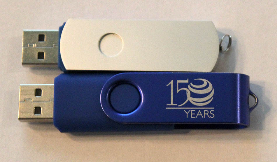 thumb drives that have been anodized and dyed for aesthetic purposes