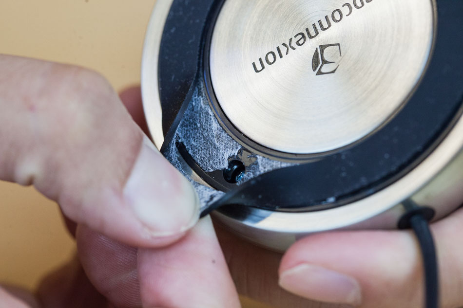 removing the elastomer ring from the SpaceNavigator 3D Mouse