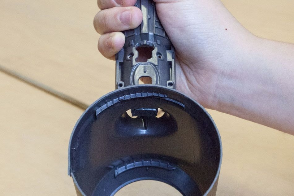 twist lock features inside the head