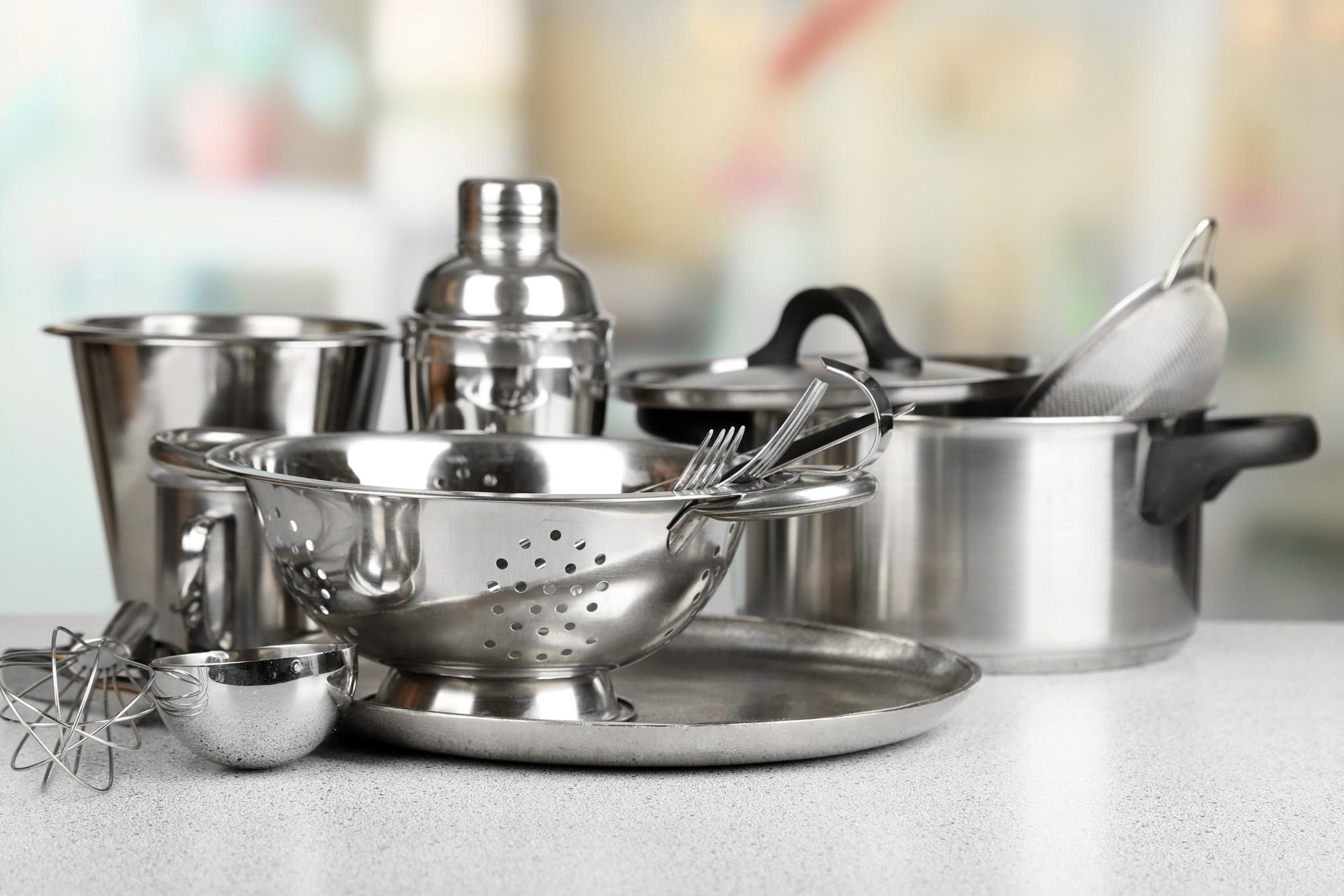 Stainless steel cookware with a passivation conversion coating