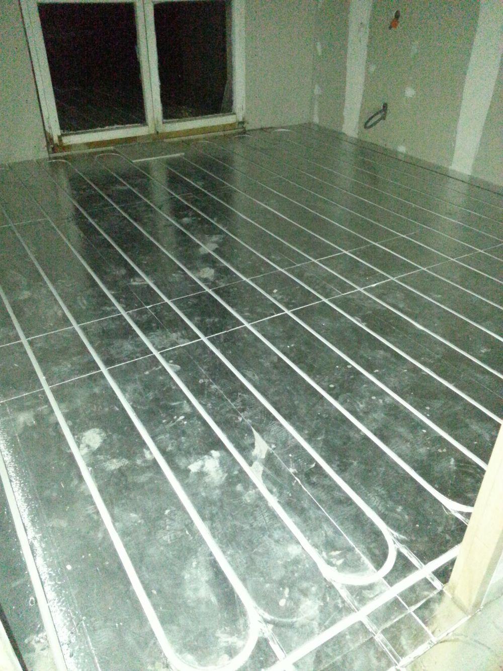 plancher chauffant mince sans beton comment fonctionne un plancher chauffant hydraulique with. Black Bedroom Furniture Sets. Home Design Ideas