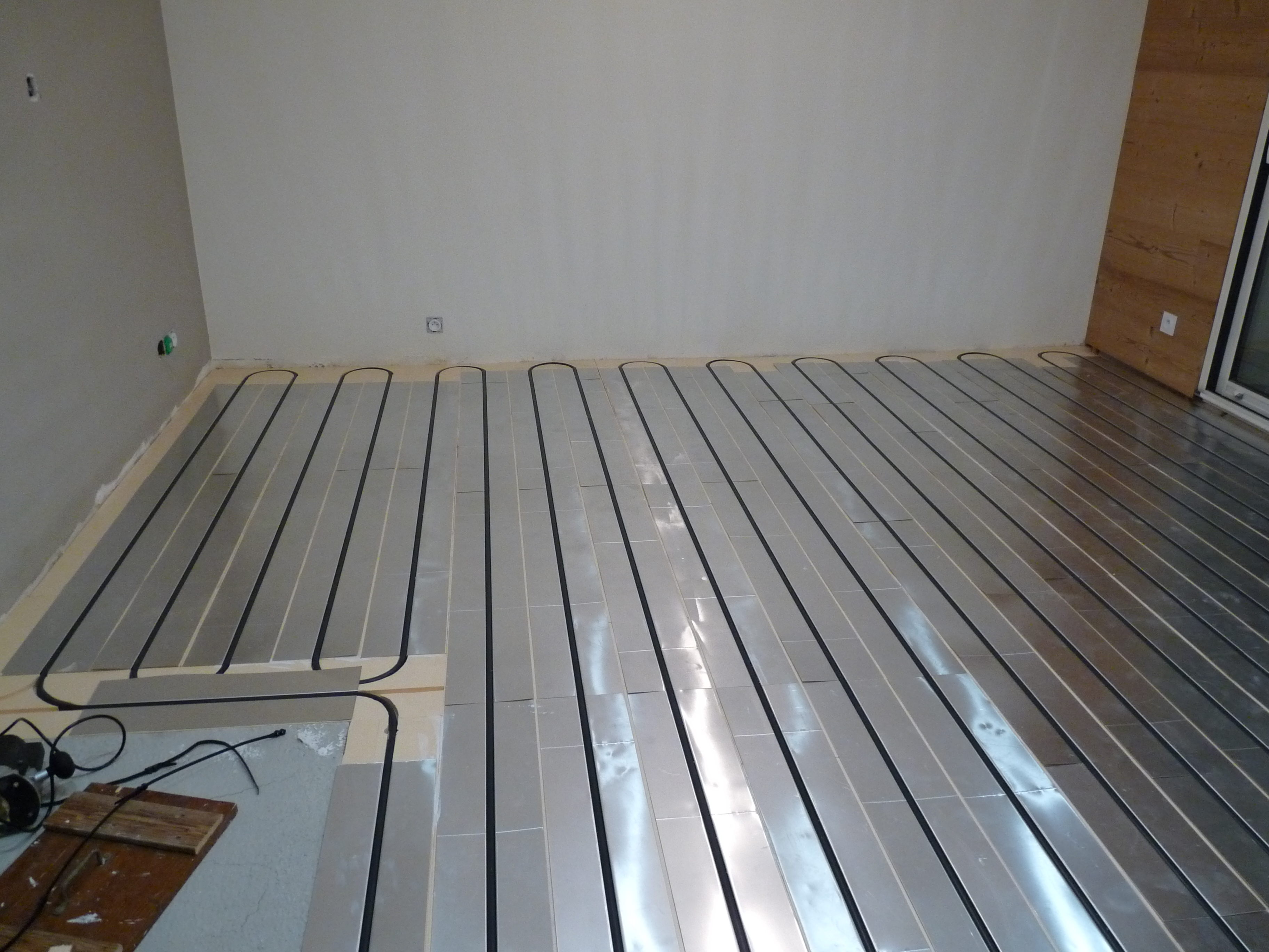 Pose plancher chauffant Caleosol tradi XPS 38930 Saint-Martin-de-Clelles : emplacement poêle