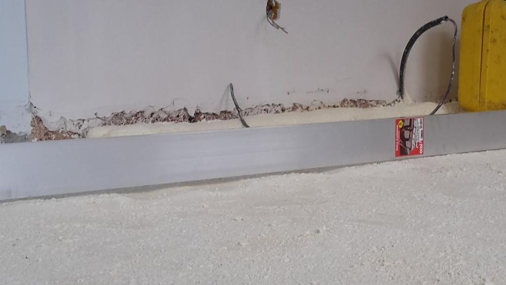 Aspect de la mousse projetée avant pose plancher chauffant