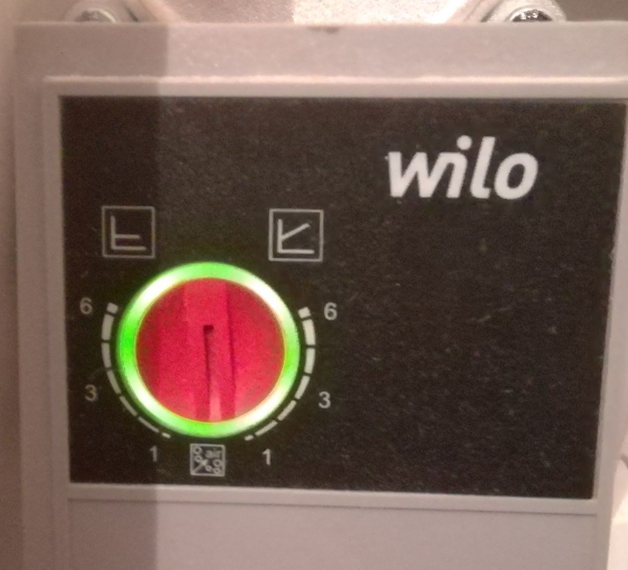 Positionnez le bouton rouge sur le petit carré pour enclencher des cycles de pompage