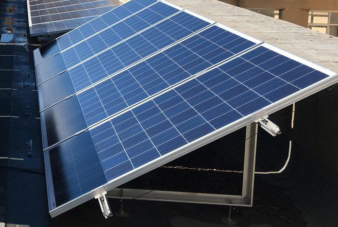 Système de pose de panneaux solaires sur sol plat