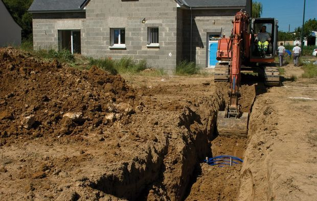 travaux pour installer 4 corbeilles dans tranchée