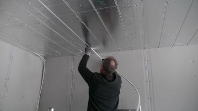 Plafond chauffant rafraichissant pour climatiser une chambre d'hôtel
