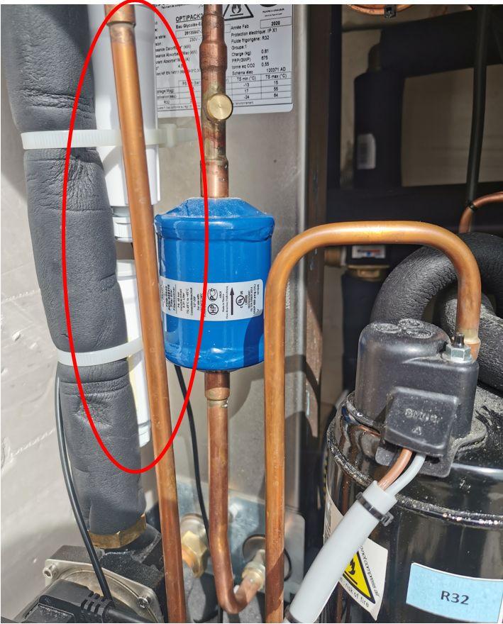 Les 2TAGs sont accroché au retour eau chaude (2cylindre blancs) dans la pompe à chaleur