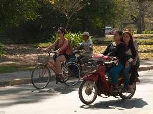trip180_9_cambodia_motorbike