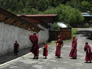 trip330_bhutan_moenche_pb