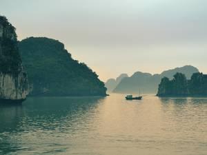 trip352_vietnam_laos_halong_us