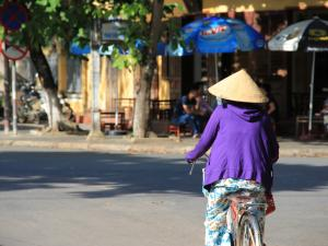 trip352_Vietnam_FrauFahrrad_pb