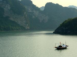 trip352_Vietnam_HalongBay_pb