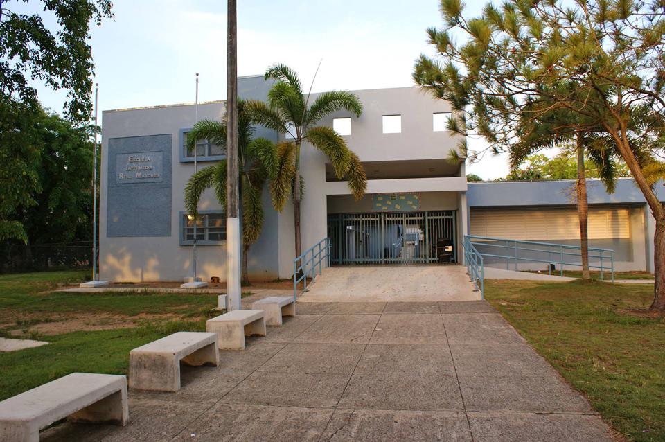 Escuela Intermedia René Marqués, en Jardines de Country Club, Carolina, Puerto Rico.
