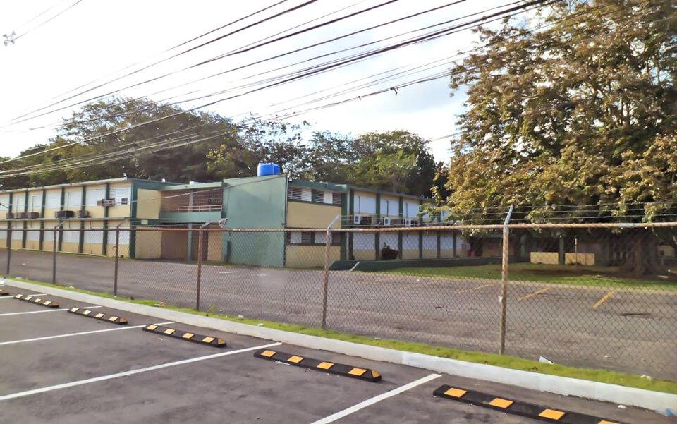 """Escuela Superior Dr. José M. Lázaro (""""La Kodak""""), Urb. Country Club, Carolina, PR."""