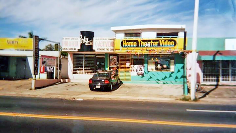 Home Theater Video, frente al Centro Comercial Plaza Carolina, Carolina, Puerto Rico.