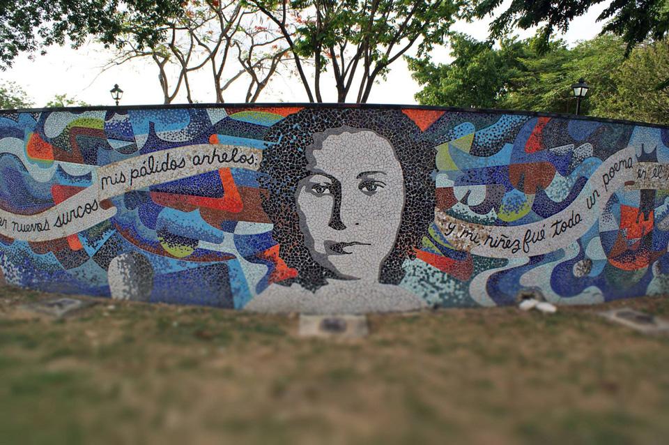 Mosaico en honor a Julia De Burgos, Carolina, Puerto Rico.