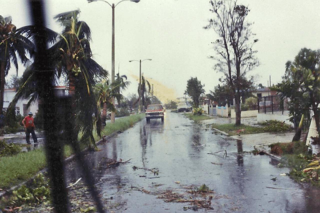 Foto tras el paso del Huracán Hugo por Puerto Rico. Ave. Pontezuela, Carolina, PR.
