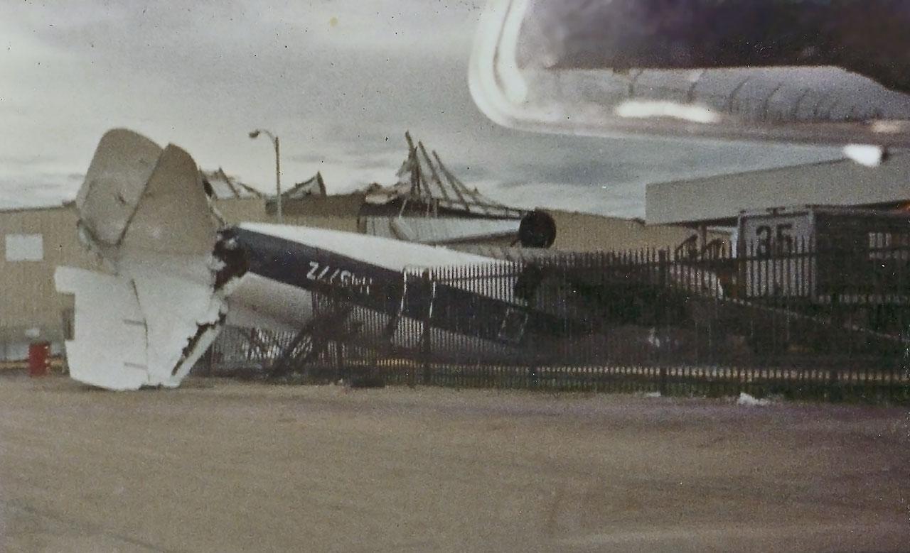 Aeropuerto Luis Muñoz Marín, Carolina, tras el paso del Huracán Hugo por Puerto Rico.