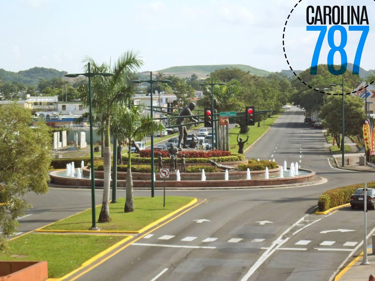 Rotonda entre la Avenida Roberto Clemente y Avenida Monserrate, Carolina.