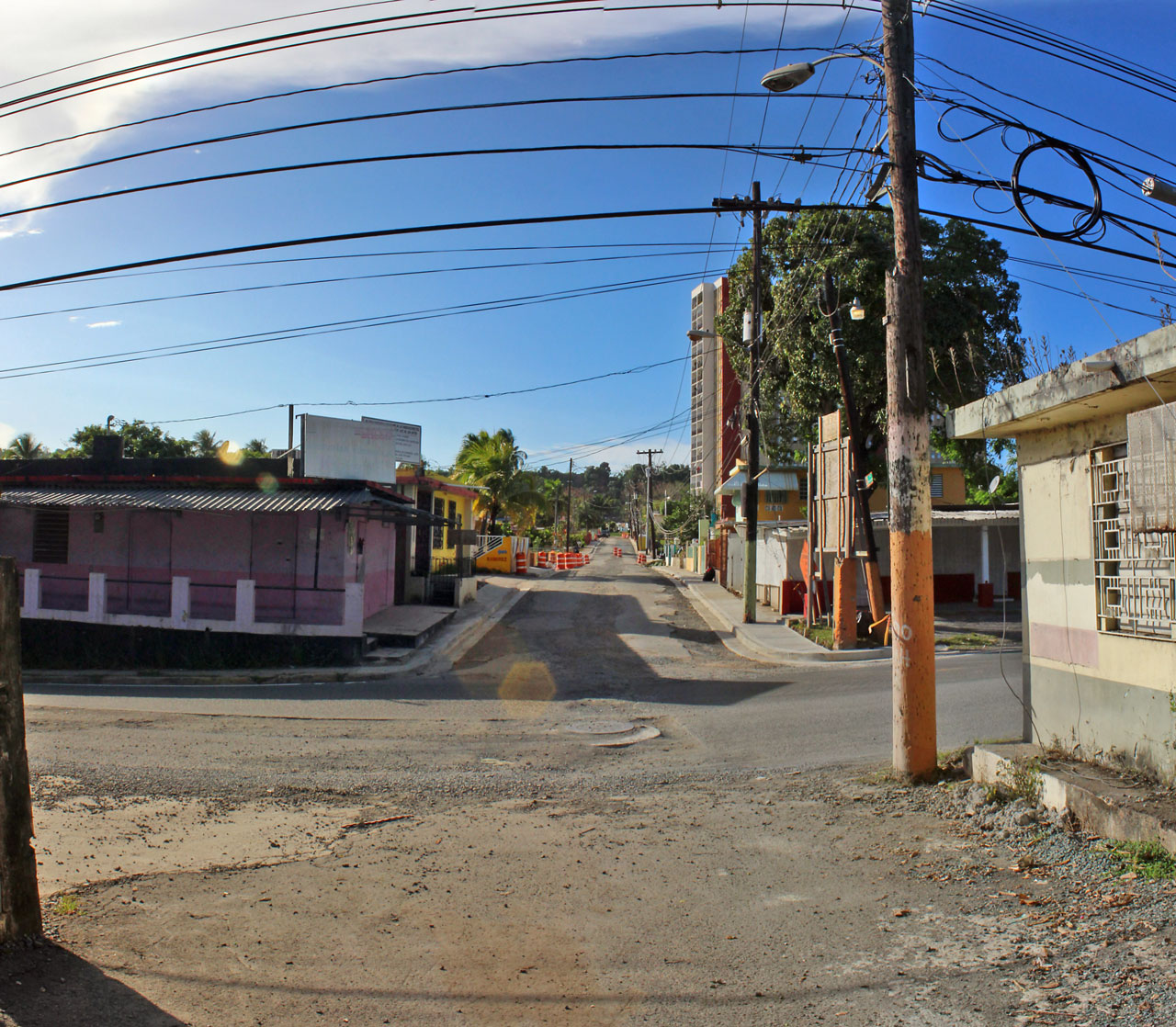 """Boquetes (hoyos) en la Carretera 848 (Juan José García Ríos """"Chejuan""""), San Antón, Carolina, Puerto Rico."""