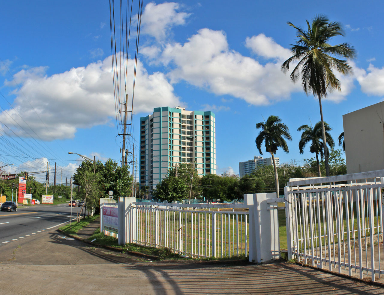 Condominio Torres de Carolina, San Antón, Carolina, Puerto Rico.