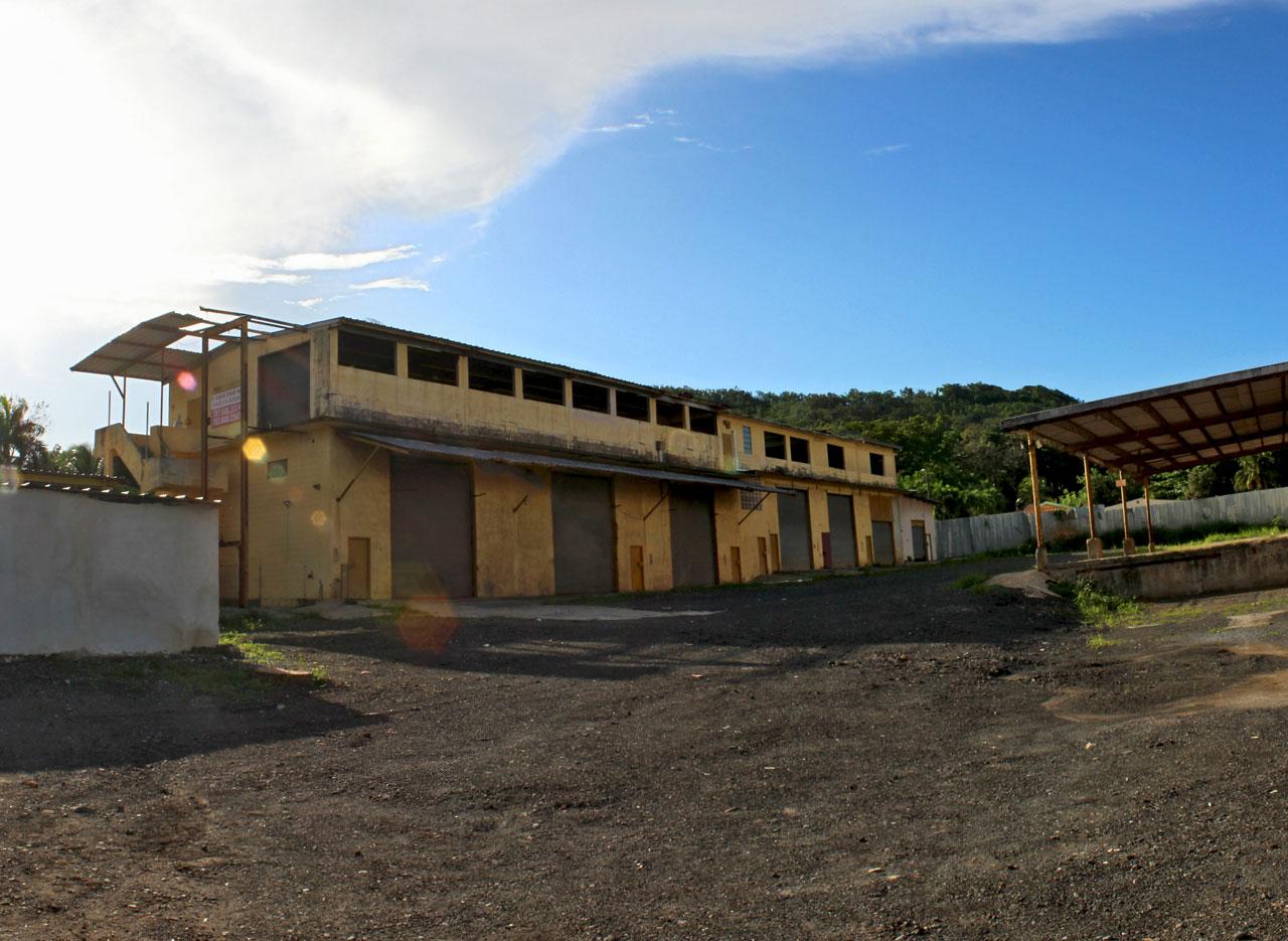 """Lugar abandonado, Carretera 848 (Juan José García Ríos """"Chejuan""""), San Antón, Carolina, Puerto Rico."""
