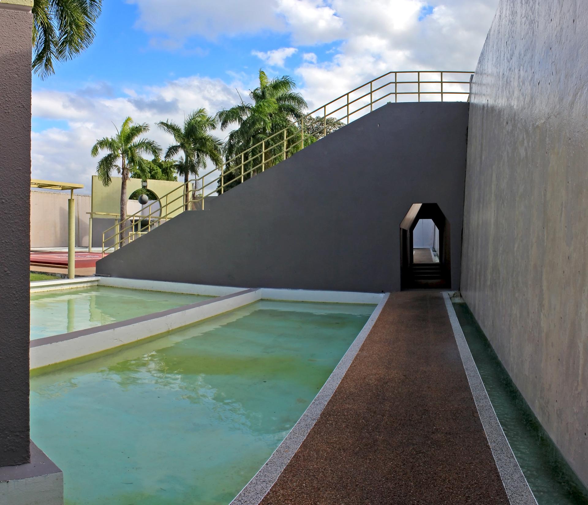 Mausoleo Julia De Burgos, en Villa Carolina, Carolina, Puerto Rico.