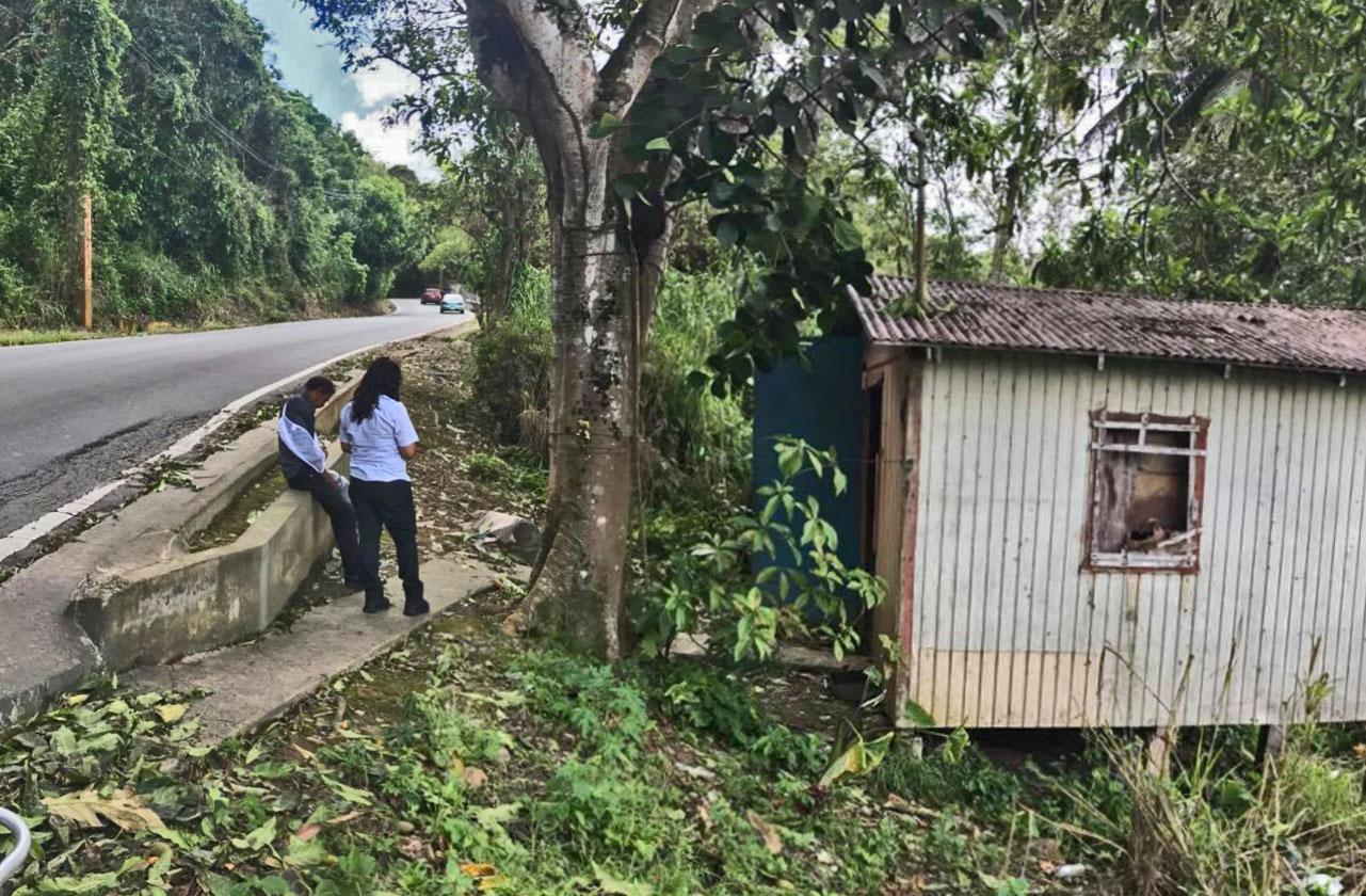 Hombre casi sin hogar en el Barrio Barrazas de Carolina, Puerto Rico. 2017.