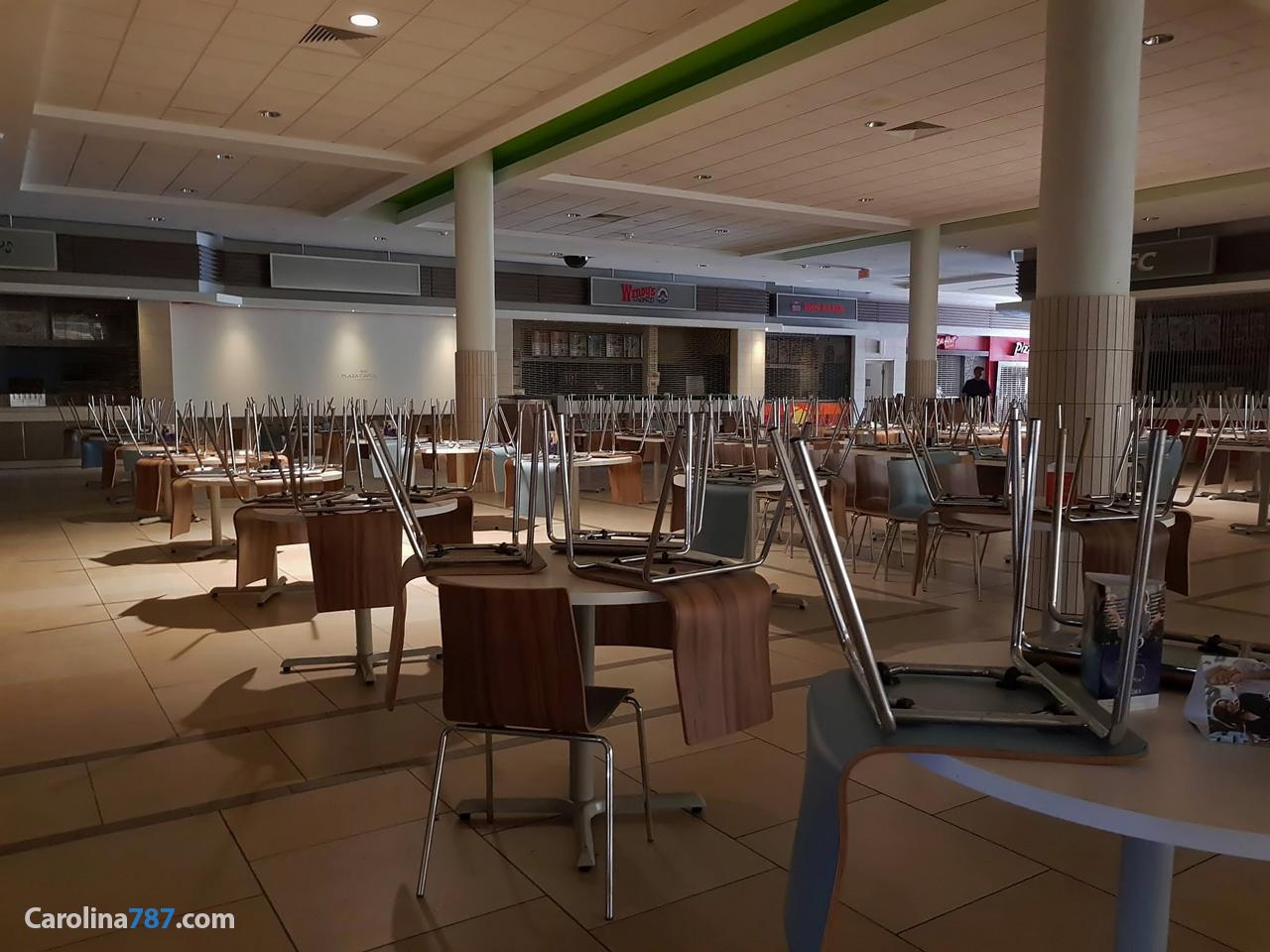 """EL """"Food Court"""" (La Plazoleta) de Plaza Carolina tras el paso del Huracán María en septiembre del 2017."""