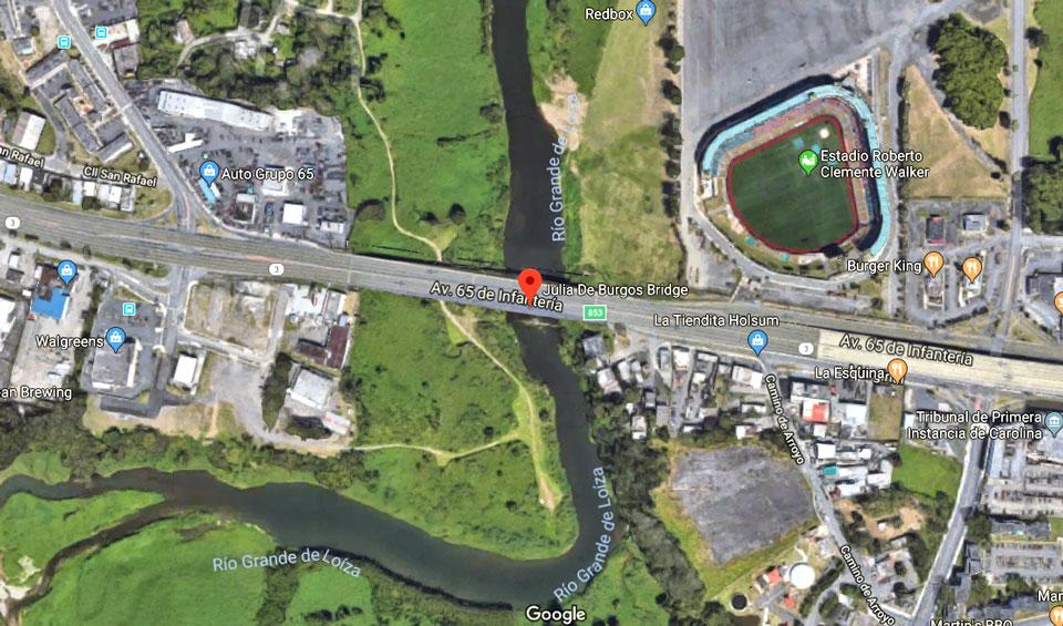Vista aérea del Río Grande de Loíza y el Puente Julia De Burgos en Carolina, Puerto Rico.