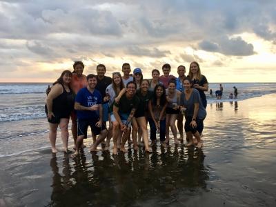 starter-costa-rica-group-at-beach
