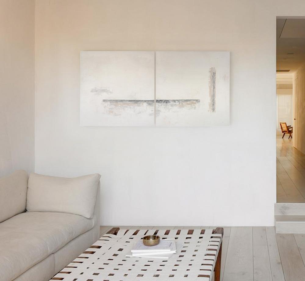 Obra Rialto colgada detrás del sofá del salón