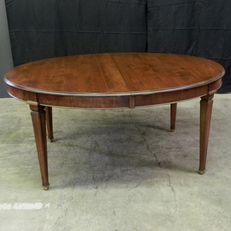 Exceptionnel HIGHGATE COLLECTION Mid Cherry Finish Oval Extending Table