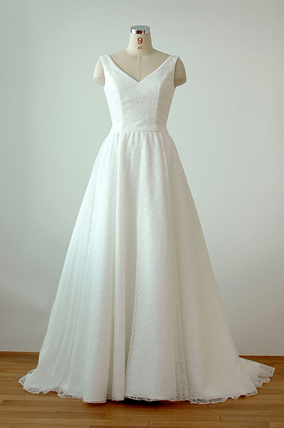シンプルなVネック総レースAラインフレアスカートのドレス