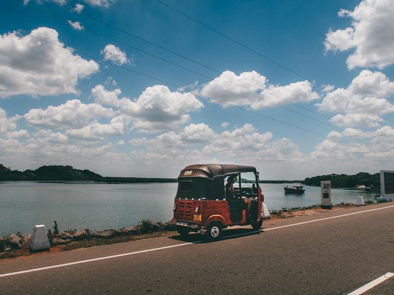 backpackign Sri Lanka with a tuk tuk