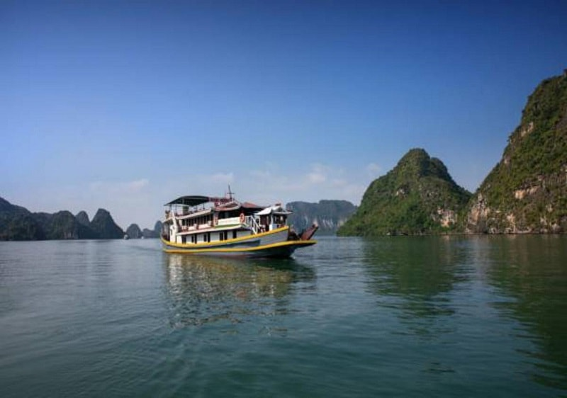 Halong Golden Party Cruise boat for backpackers