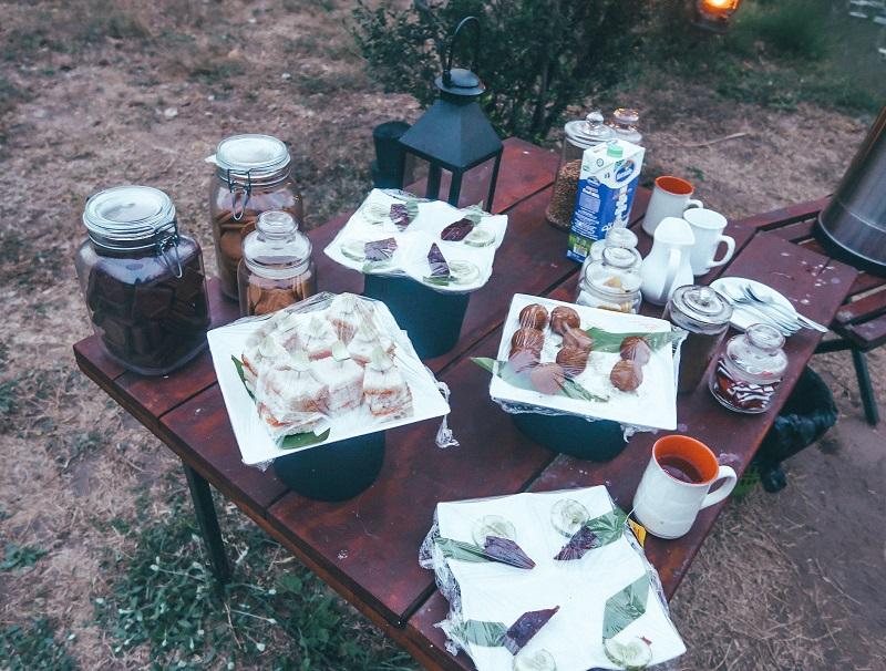 Pre-dinner snacks at Wilpattu National Park