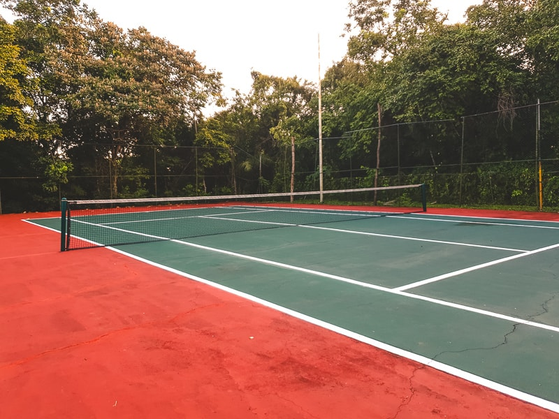 tennis courts at hotel mision palenque