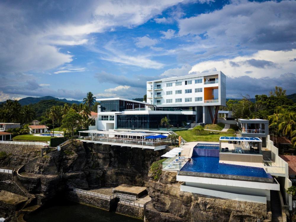 Acantilados hotel in El Tunco