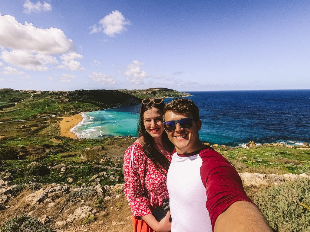 couples traveling the world