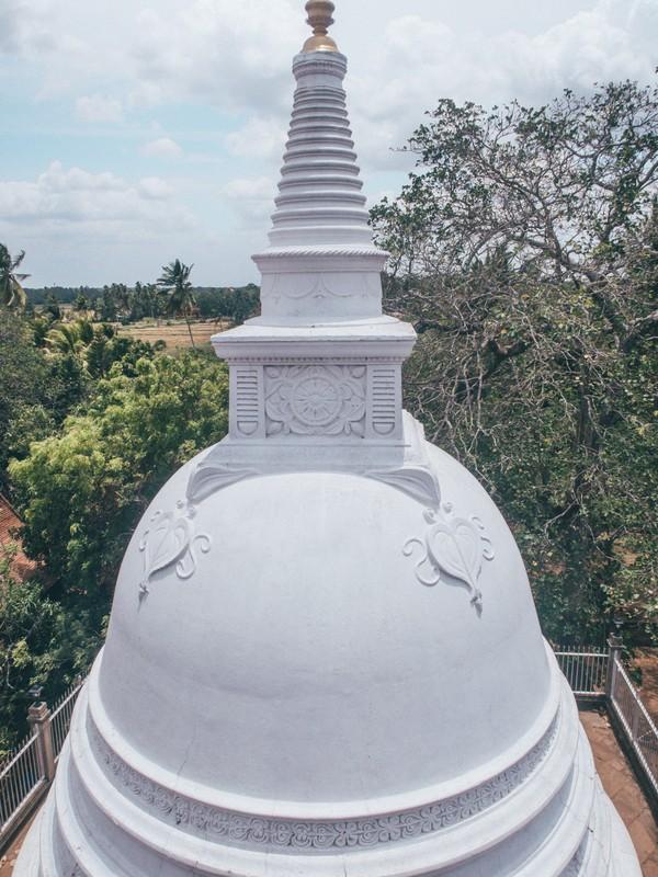 stupas in sri lanka