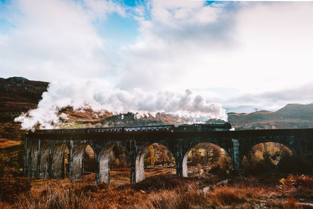 harry potter train going over glenfinnan viaduct