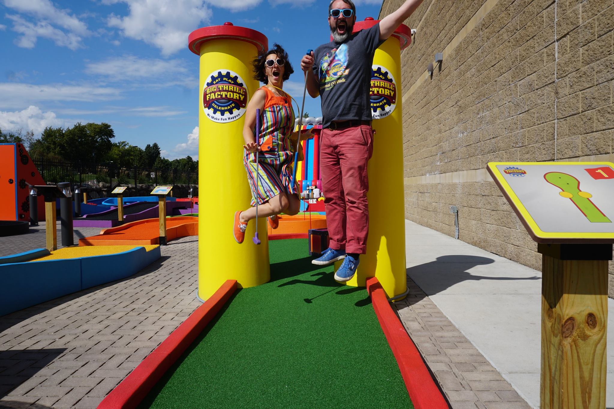 """A Couple of Putts"" Mr. Tee (Tom Loftus) & The Pink Putter (Robin Schwartzman) play, review & document their visit to Big Thrill Factory's signature mini golf course"