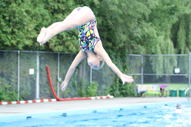 Piscine Lakeide pool offers kids swimming lessons
