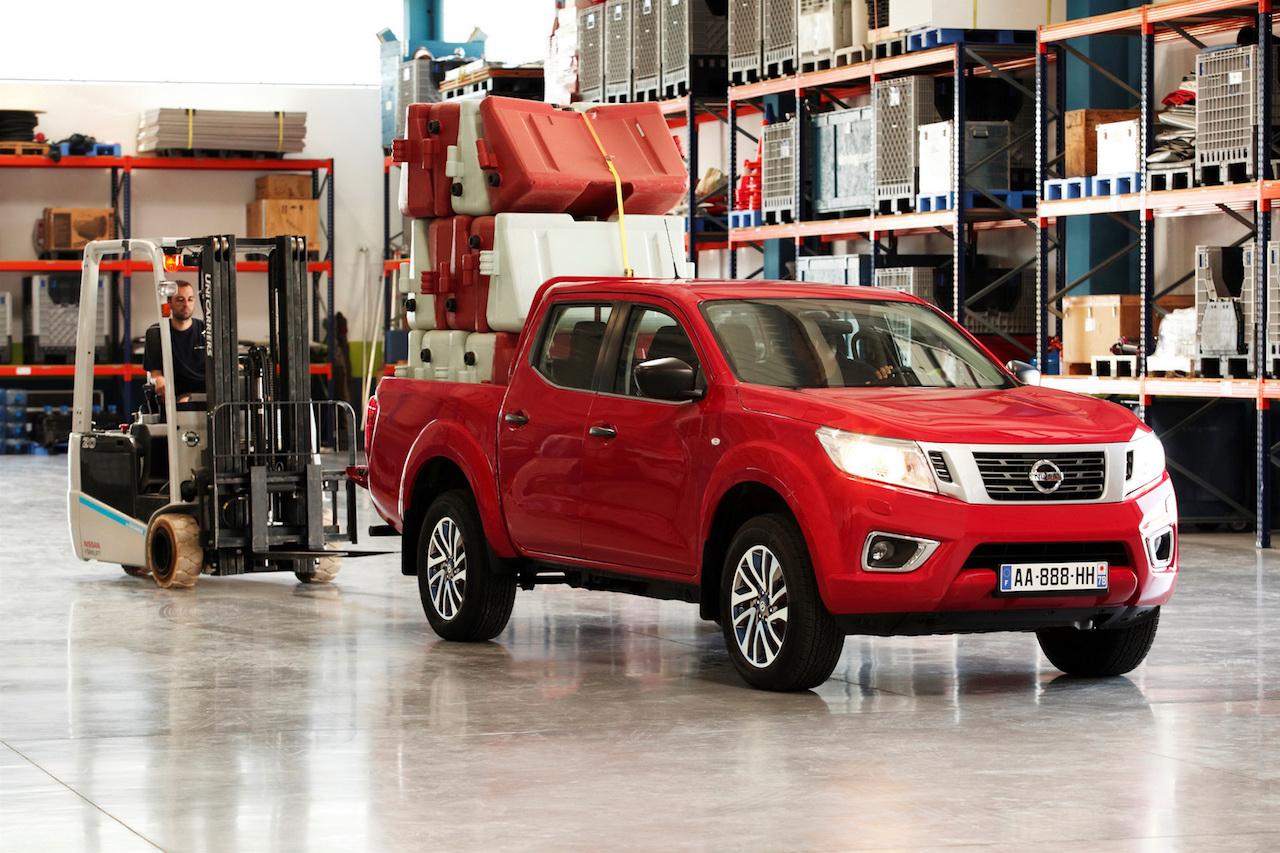 Nýr Nissan Navara selst eins og heitar lummur