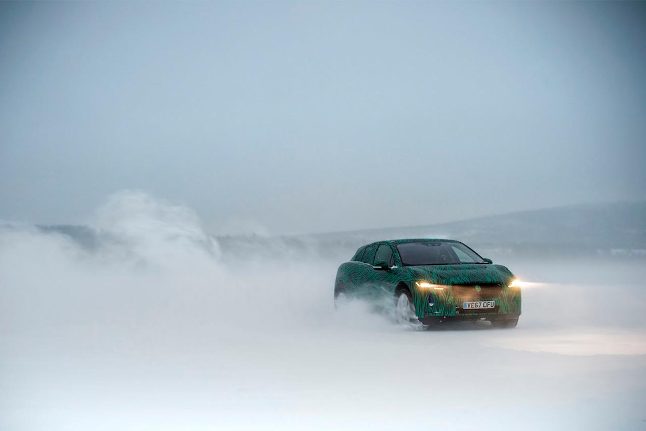 Rafdrifni sportjeppinn Jaguar I-Pace tekinn til kostanna í sænskum frosthörkum