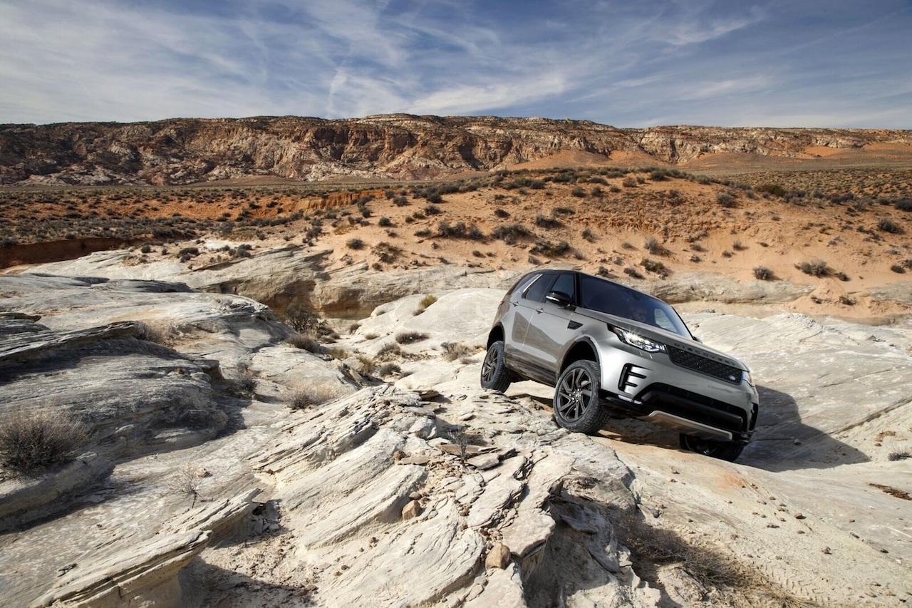 Sjálfvirkur Land Rover í torfærum